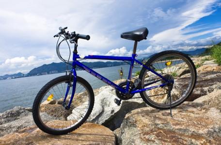 Bali mit dem Fahrrad entdecken sky
