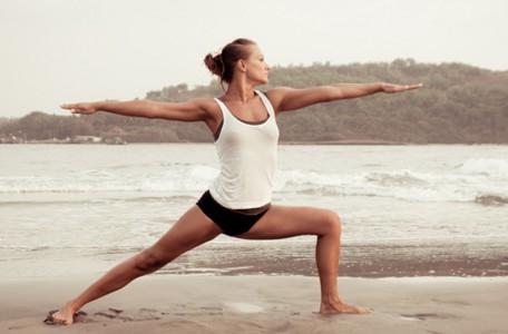 yoga-am-strand-bali